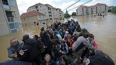 2014-Serbia-Floods-account-nb